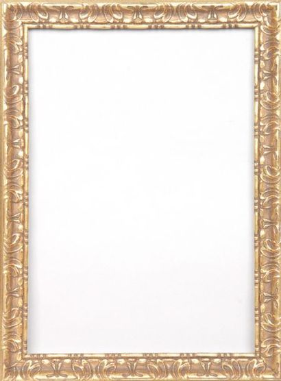 PAIRE DE CADRES en bois doré de style baroque....