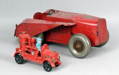 Véhicule mécanique en tôle, type tracteur...