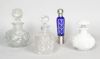FLACON À PARFUM en cristal moulé de BACCARAT...