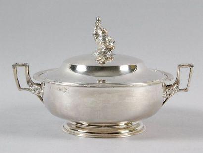 LÉGUMIER en argent de style Louis XVI, anses...