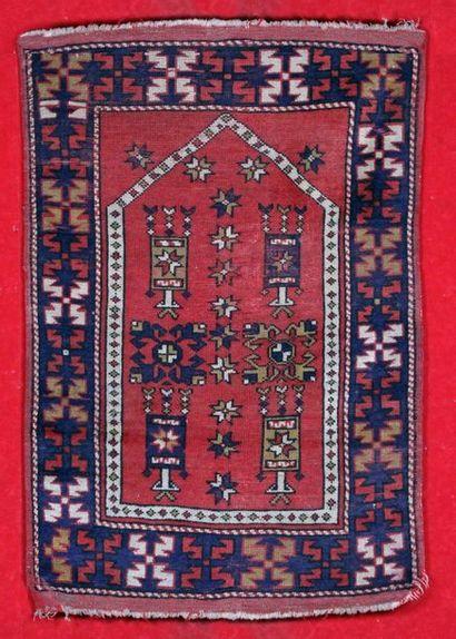 ANCIEN TAPIS BERGAME (Anatolie Central) Vers 1940/1950. de forme prière. (Frange...