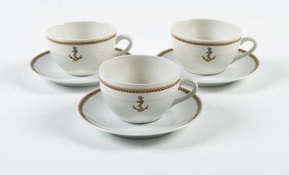 Douze tasses à thé et douze sous-tasses....