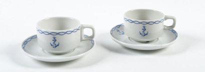 Douze tasses à déjeuner et douze sous-tasses....
