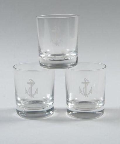 Douze verres à eau en cristal (monogrammé)....