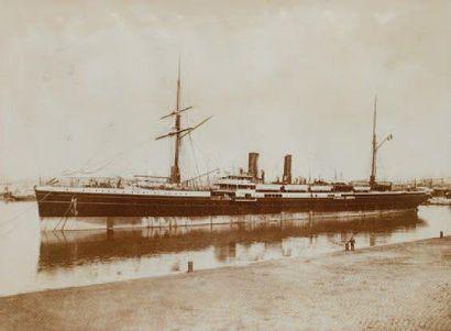 Photographie d'un paquebot au port Fin XIXème...