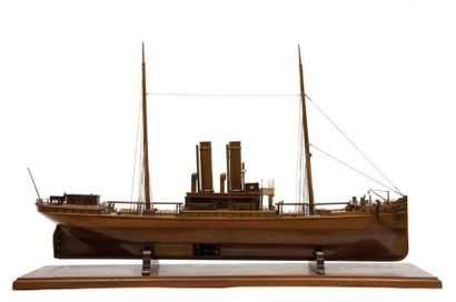 Très intéressante maquette de bateau mixte...