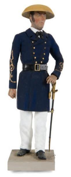Officier de marine du Tonchin Personnage en bois. H.: 23 cm.