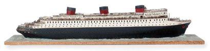 Maquette du Normandie sur socle 110 x 25...