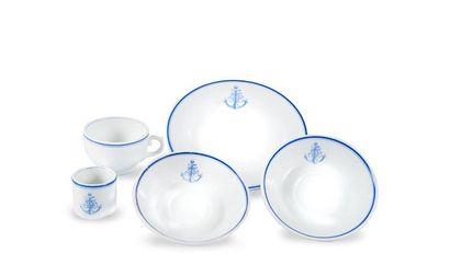 Ensemble de 5 pièces en porcelaine blanche...