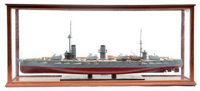 Maquette du cuirassé de la Marine Impériale...