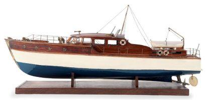 Maquette d'un yatch des années 50 86 x 23...