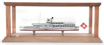 Maquette de bateau de lac suisse Sous vitrine....
