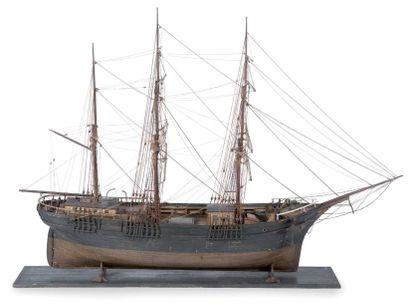 Belle maquette d'un trois mâts Moitié du...