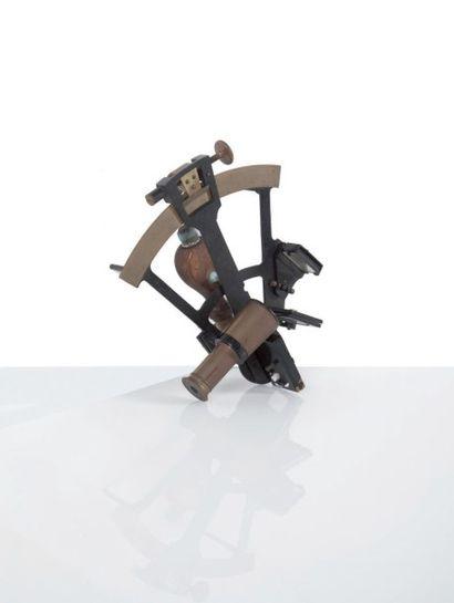 Petit sextant en laiton Début du XXème siècle....