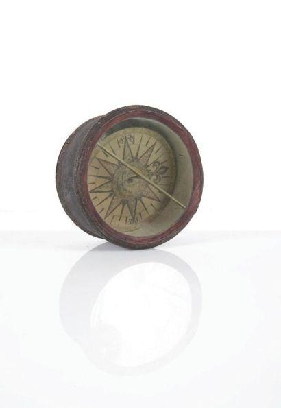 Compas dit «mouchard» dans une cuve en bois...