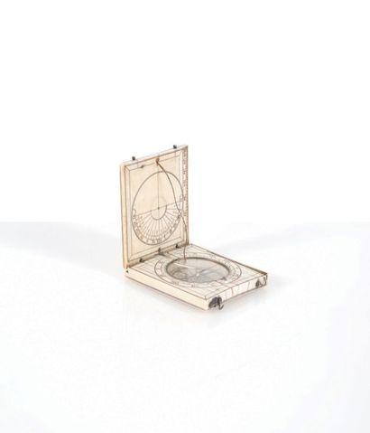 Cadran solaire en ivoire Epoque XVIIème siècle....
