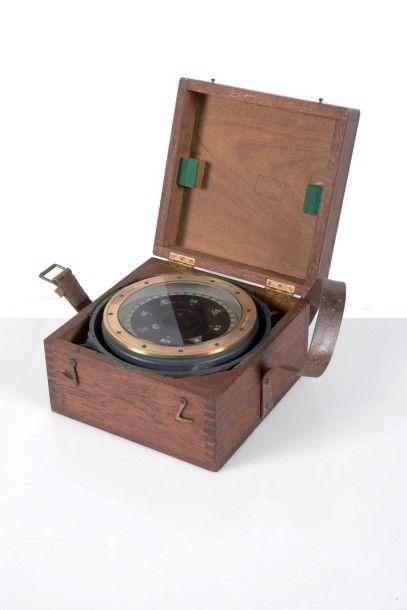 Compas d?embarcation plath dans son coffret...