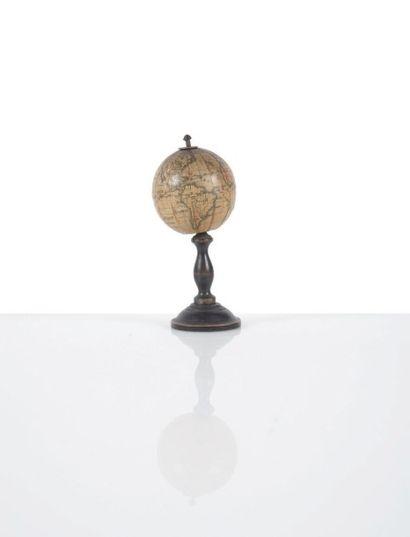 Mini globe terrestre par Jules LEBÈGUE Milieu...