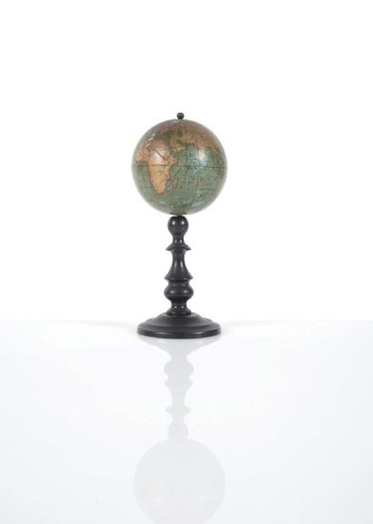 Mini globe terrestre par Vivien de SAINT-MARTIN...