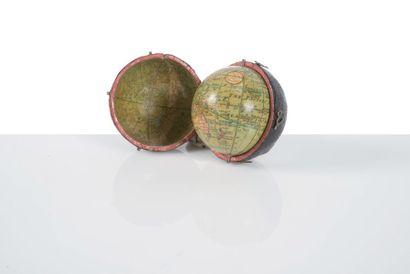 Pocket globe par MINSHULLS dans son étui...