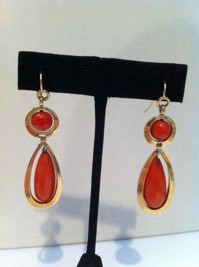 Paire de pendants d'oreilles en or, perle...