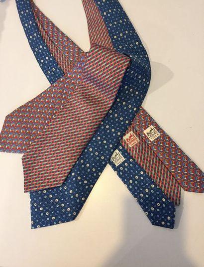 HERMES Paris Lot de 3 cravates en soie imprimée...