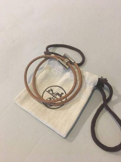 HERMES Bracelet Tournis lacet cuir naturel...