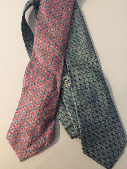 HERMES Paris Lot de 2 cravates en soie imprimée...