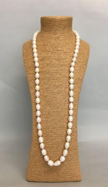Sautoir de perles d'eau baroques fermoir...