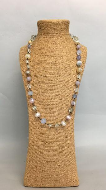 Dans le goût de MURANO Sautoir de perles...