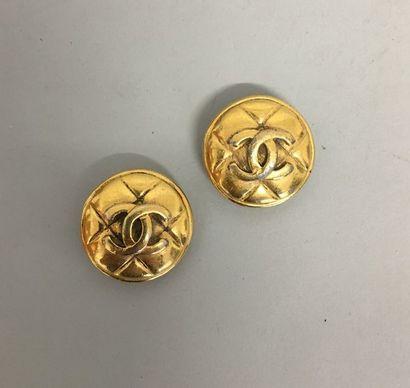 CHANEL Paire de clips d'oreilles en métal...