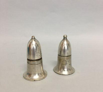 SHEFFIELD Paire de salerons en métal argenté...