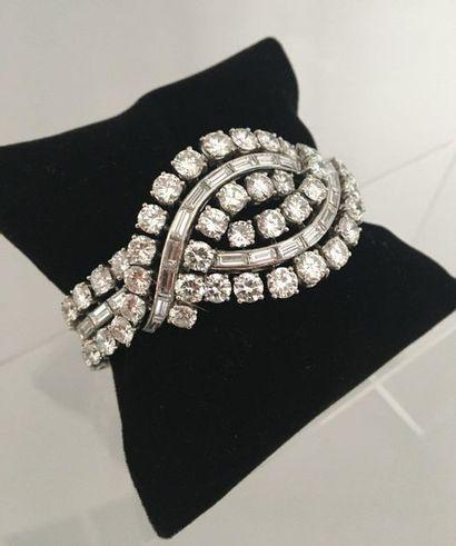 Bracelet ruban à motif croisé en platine...
