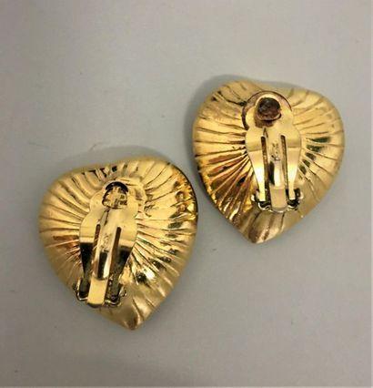 YVES SAINT LAURENT Paire de clips d'oreilles coeur en métal doré et verre noir facetté...