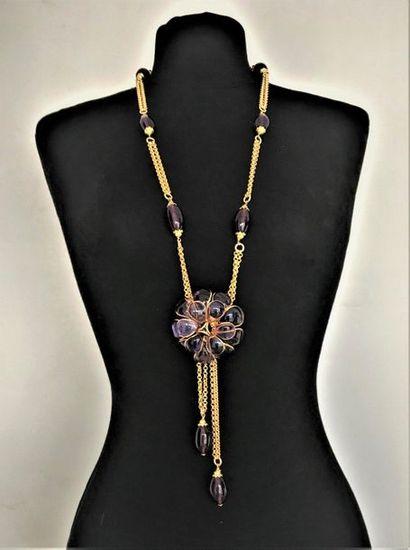CHANEL 1982 Long collier négligé en métal...