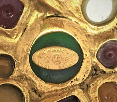 CHANEL Made in France 2006 Bracelet manchette en métal doré et cabochons de verre...