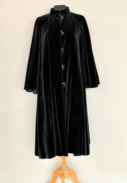 CHRISTIAN AUJARD Paris Black velvet cape...