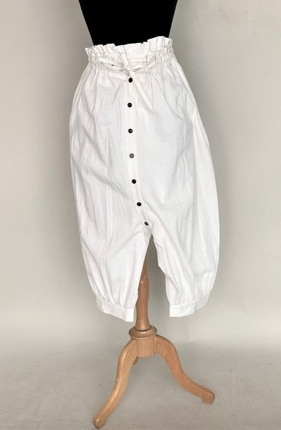 LIMI Feu White cotton short pants with gathered...