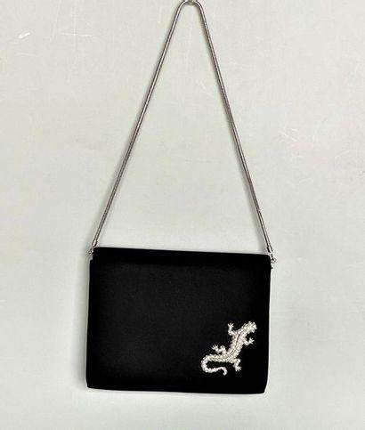 Petit sac pochette en satin noir motif apliqué...