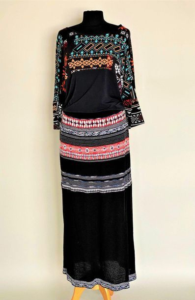 CHACOK Long skirt in black wool woven with coloured stripes Size 4 AND T- shirt...