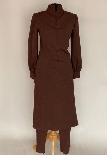 Robe manteau et pantalon en lainage damassé...