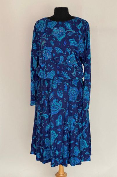 EMILIO PUCCI Woollen ensemble printed with turquoise arabesques on a blue background...