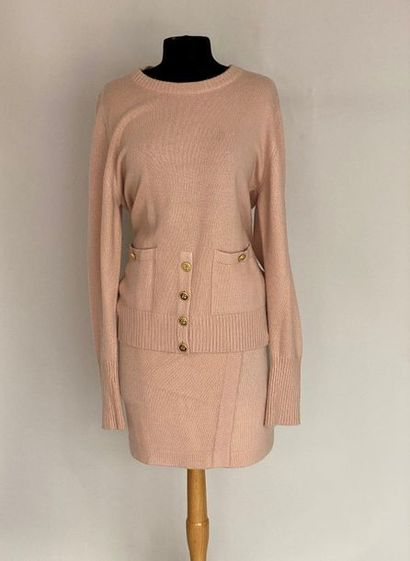 CHANEL Pink cashmere pullover and skirt set with gold metal buttoning with clover...