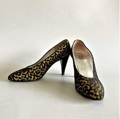 CHRISTIAN DIOR Paris Pair of black lace pumps on silk ground buttercup Size 36  (inner...