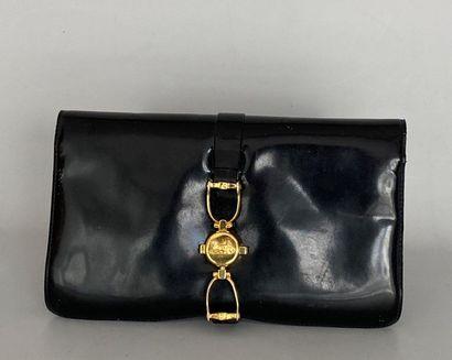 CELINE Shoulder bag in black patent leather...