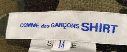 Comme des Garçons Shirt White cotton and navy jacket with khaki camouflage lining...