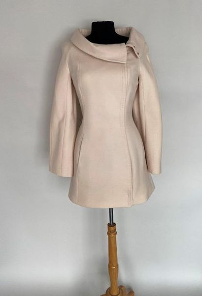 THIERRY MUGLER Paris Long jacket in ivory crepe wool with boat collar and snap buttons...