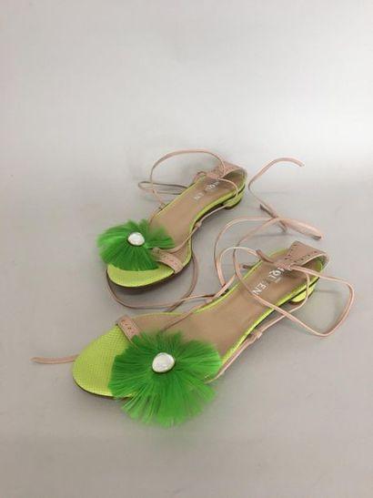 ALEXANDER McQUEEN Paire de sandales à bride...