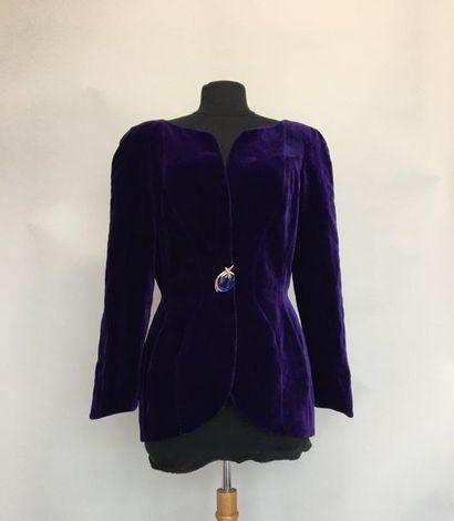 THIERRY MUGLER Paris Veste en velours violet...