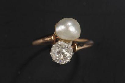 Bague toi et moi en or ornée d'un diamant...